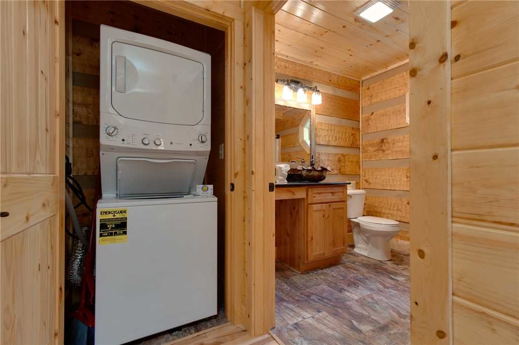Photo of a Gatlinburg Cabin named Lover's Hideaway - This is the twentieth photo in the set.