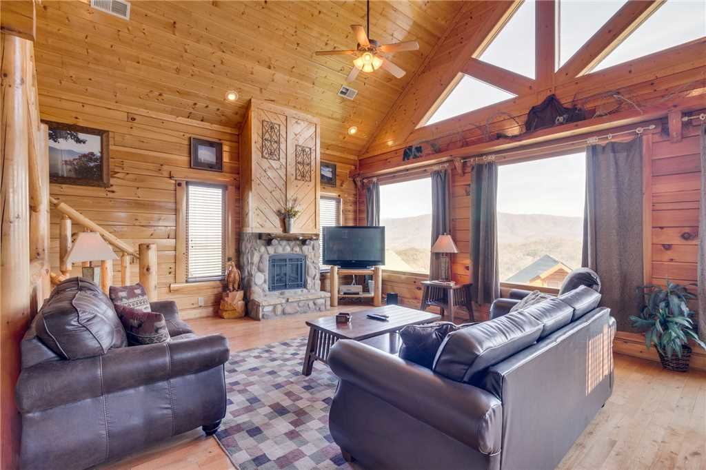 Photo of a Pigeon Forge Cabin named Big Sky - This is the second photo in the set.