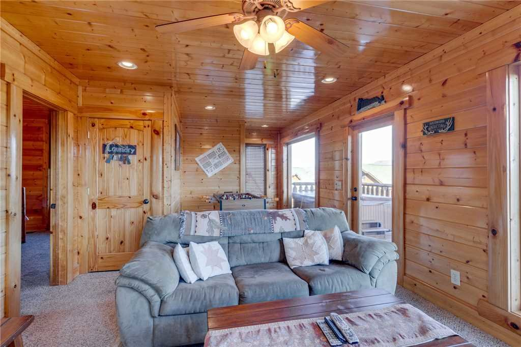 Photo of a Pigeon Forge Cabin named Big Sky - This is the twenty-eighth photo in the set.