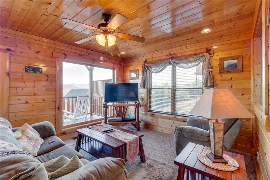 Photo of a Pigeon Forge Cabin named Big Sky - This is the twenty-seventh photo in the set.