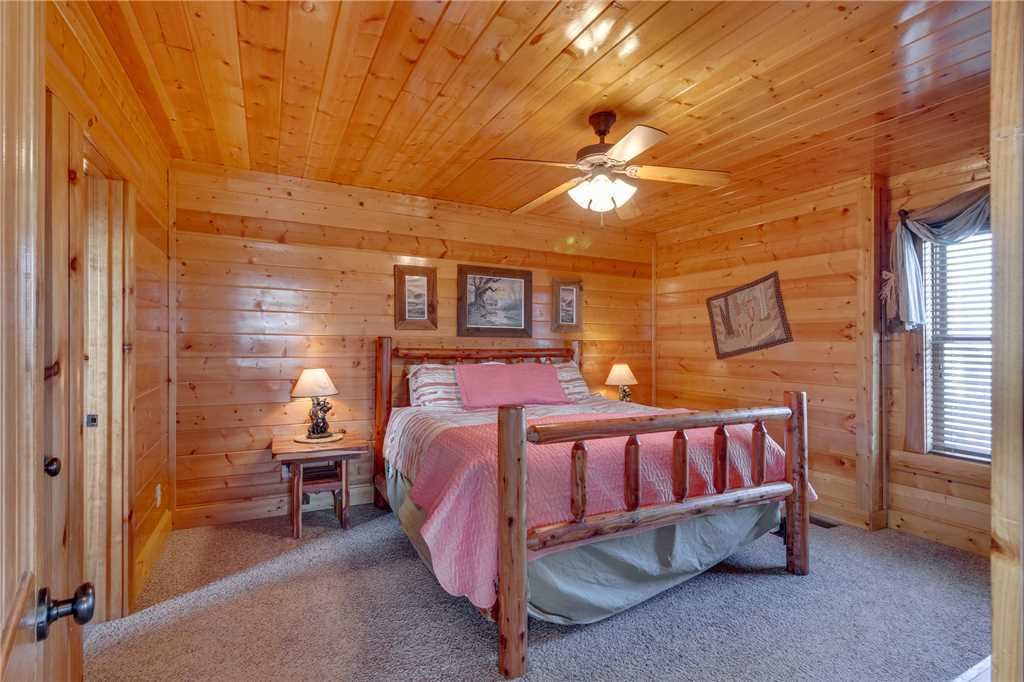 Photo of a Pigeon Forge Cabin named Big Sky - This is the twenty-ninth photo in the set.