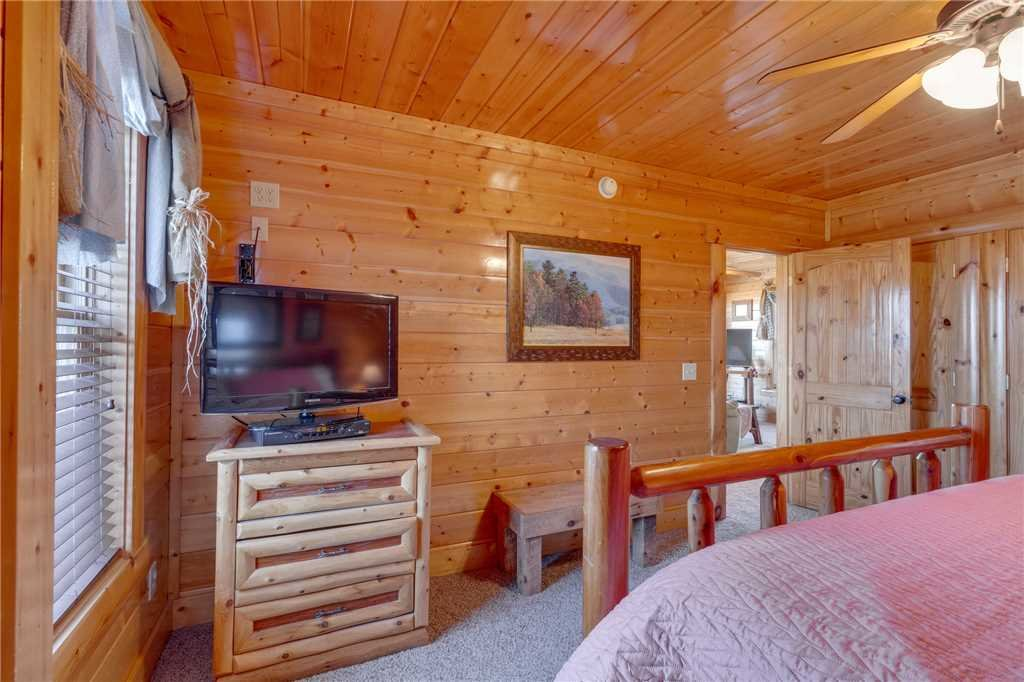 Photo of a Pigeon Forge Cabin named Big Sky - This is the thirty-second photo in the set.