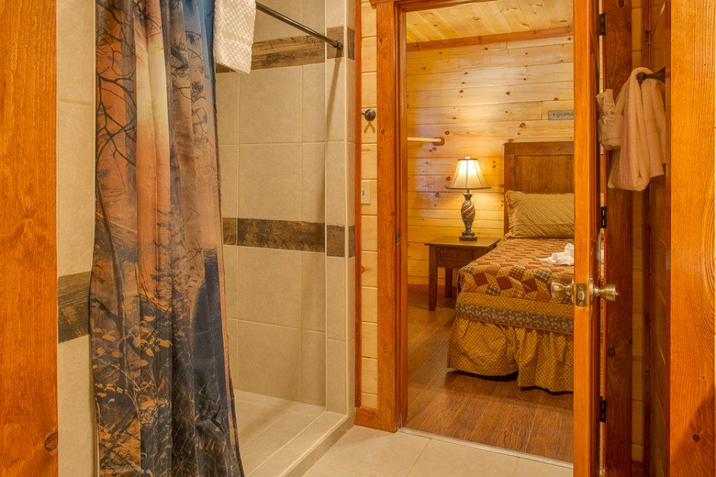 Photo of a Pigeon Forge Cabin named Sherwood Splash Lodge - This is the twenty-second photo in the set.