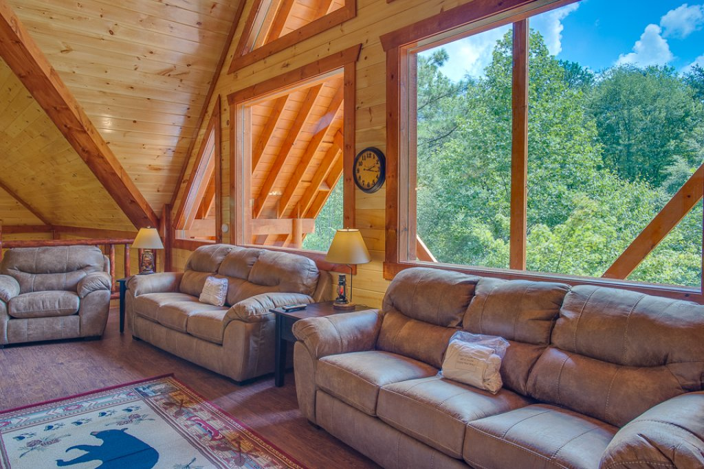 Photo of a Pigeon Forge Cabin named Sherwood Splash Lodge - This is the sixteenth photo in the set.