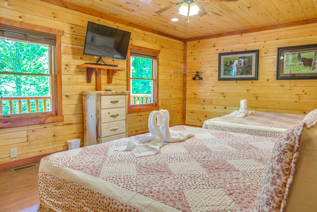 Photo of a Pigeon Forge Cabin named Sherwood Splash Lodge - This is the twenty-third photo in the set.