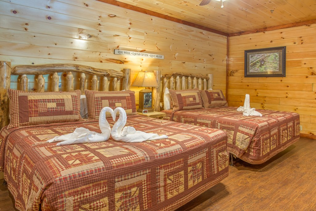 Photo of a Pigeon Forge Cabin named Sherwood Splash Lodge - This is the twentieth photo in the set.