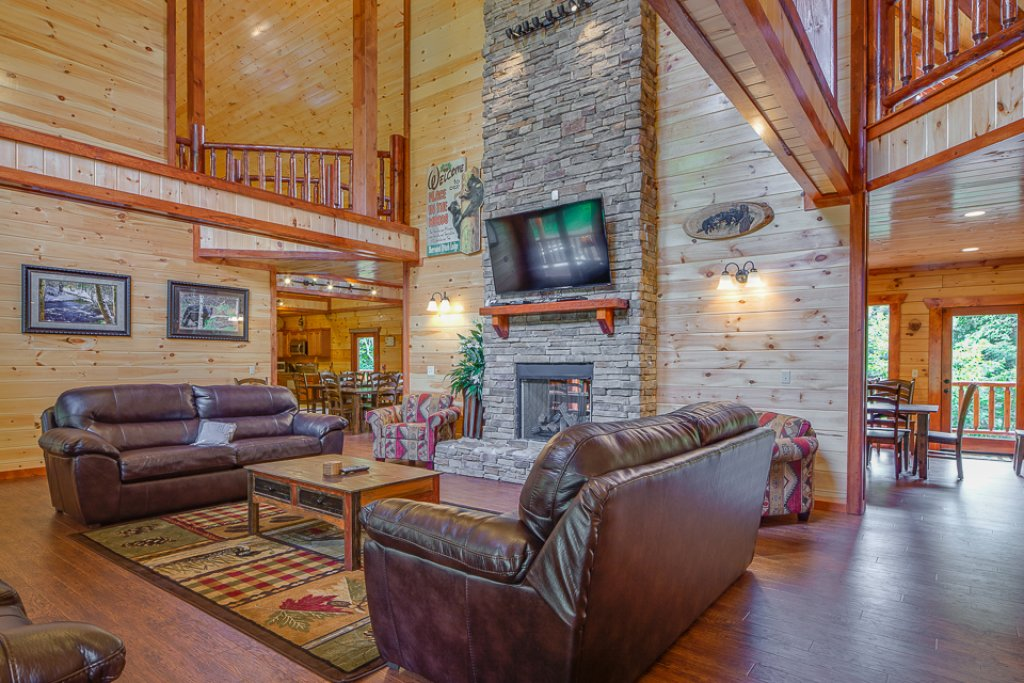Photo of a Pigeon Forge Cabin named Sherwood Splash Lodge - This is the first photo in the set.