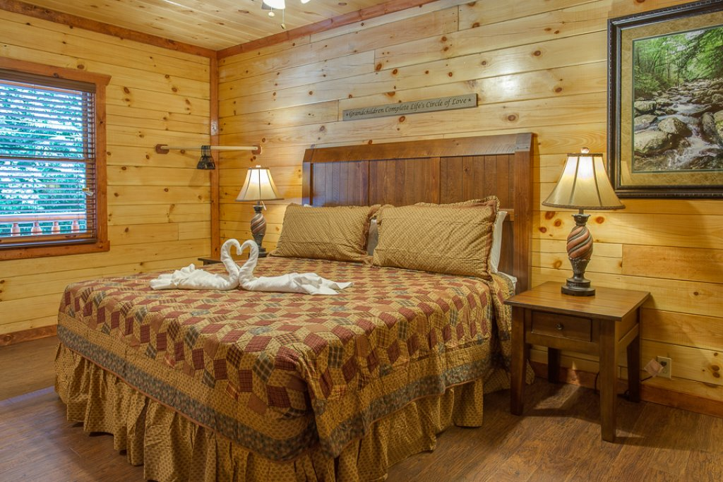 Photo of a Pigeon Forge Cabin named Sherwood Splash Lodge - This is the twenty-first photo in the set.