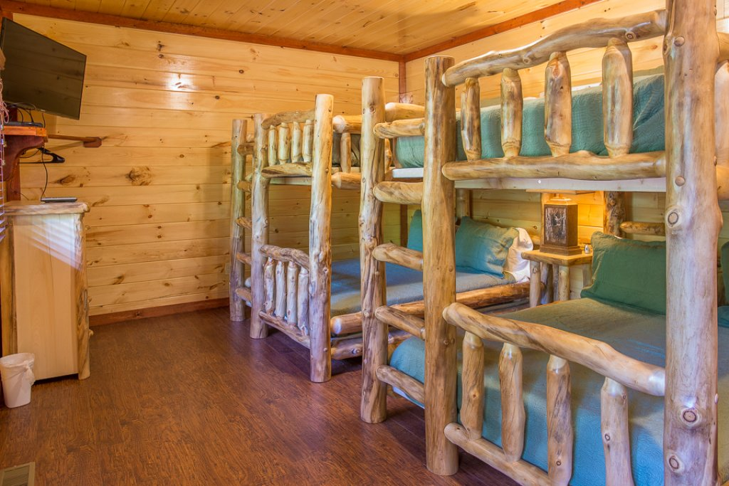 Photo of a Pigeon Forge Cabin named Sherwood Splash Lodge - This is the twenty-sixth photo in the set.
