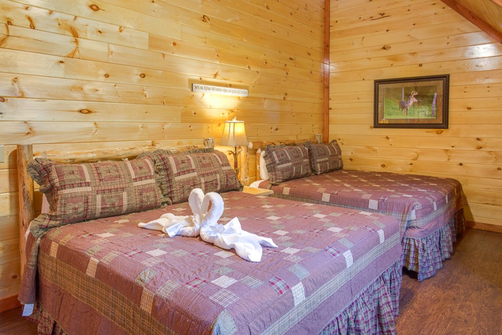 Photo of a Pigeon Forge Cabin named Sherwood Splash Lodge - This is the thirtieth photo in the set.