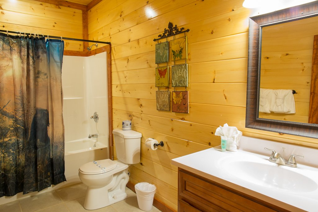 Photo of a Pigeon Forge Cabin named Sherwood Splash Lodge - This is the twenty-ninth photo in the set.