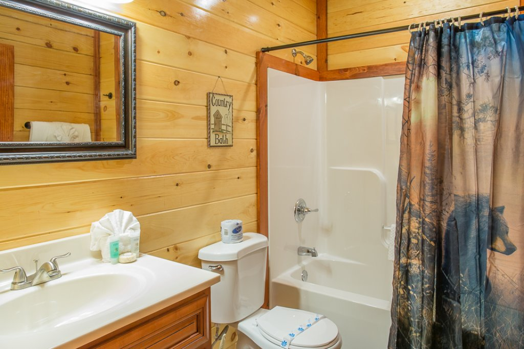 Photo of a Pigeon Forge Cabin named Sherwood Splash Lodge - This is the thirty-second photo in the set.