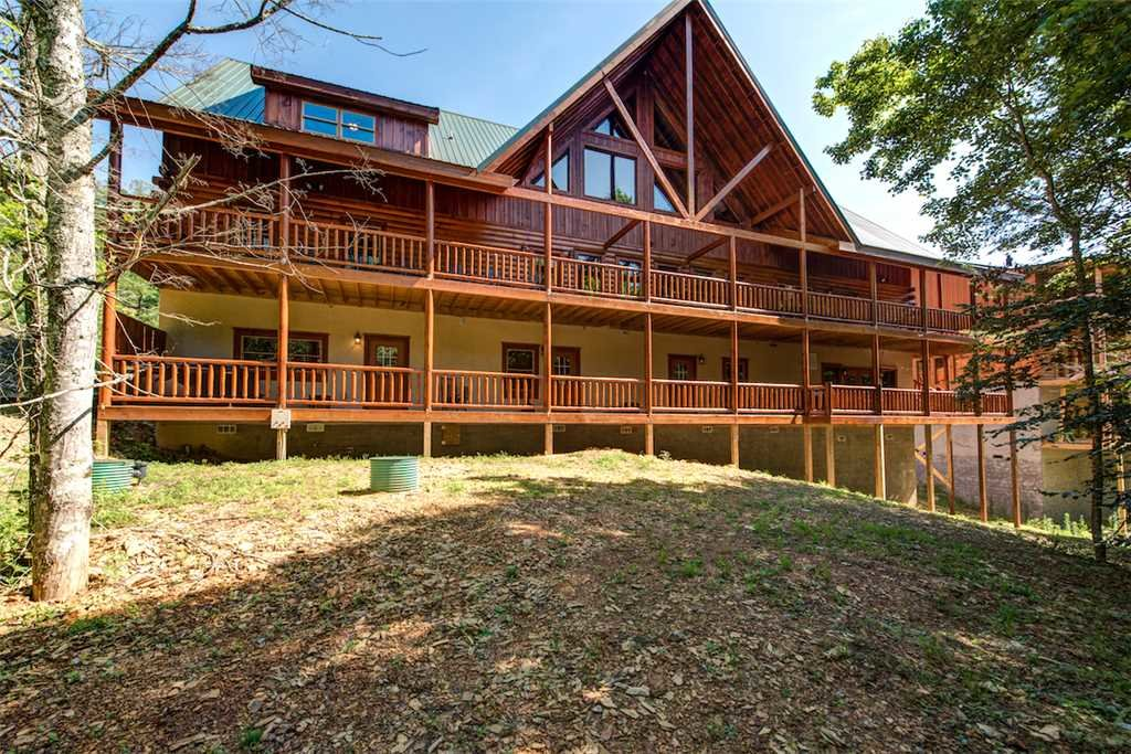 Photo of a Pigeon Forge Cabin named Sherwood Splash Lodge - This is the forty-fourth photo in the set.