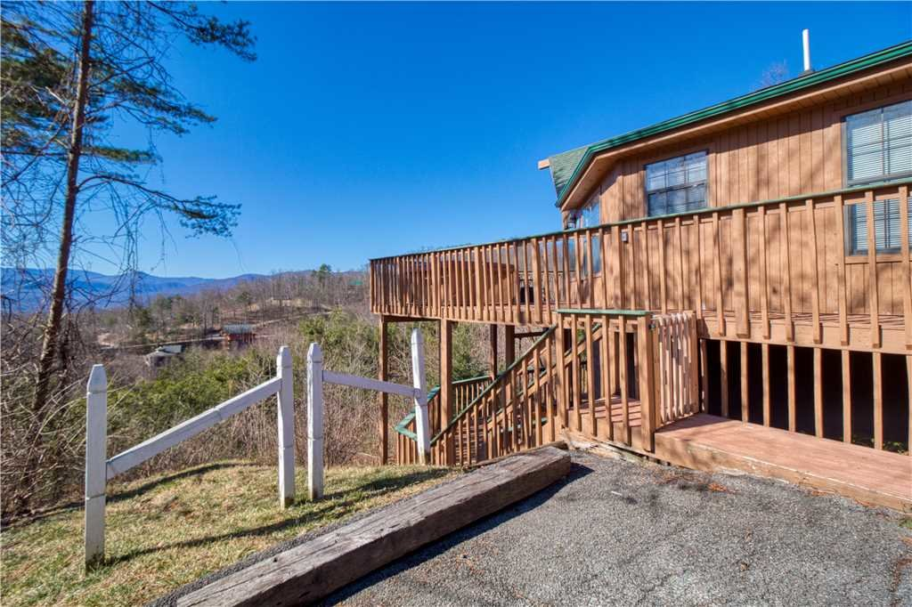 Photo of a Gatlinburg Cabin named Bear Crossing - This is the nineteenth photo in the set.