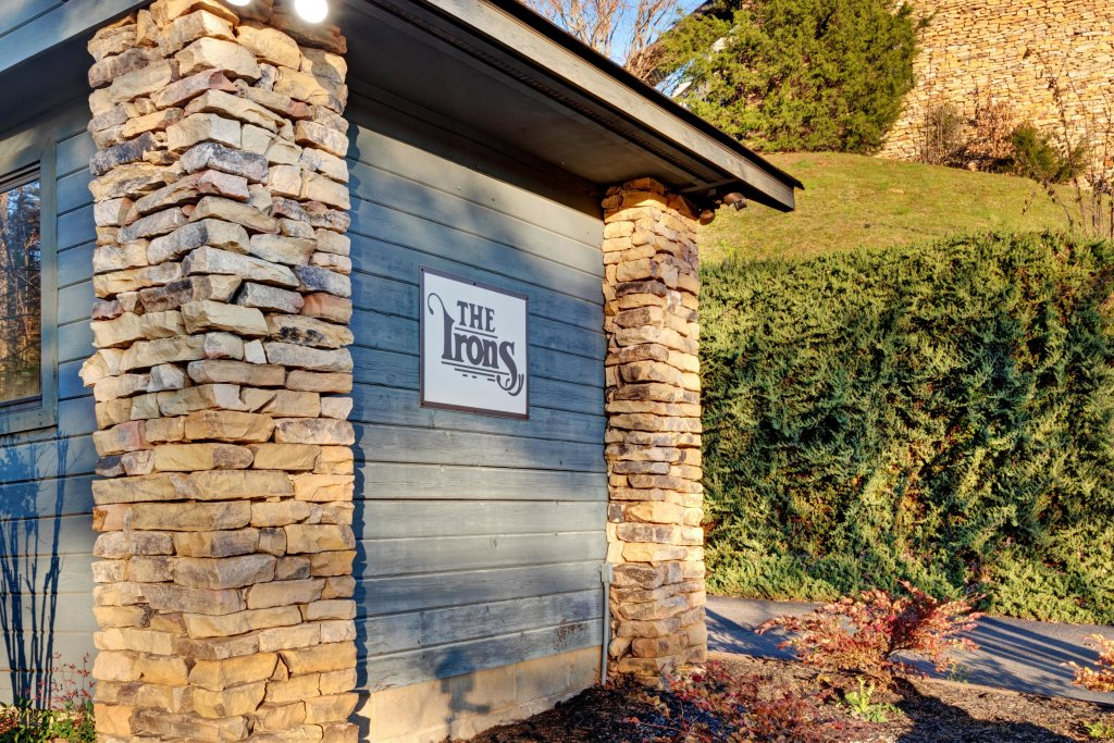 Photo of a Pigeon Forge Cabin named Bow-gie Vista - This is the twenty-seventh photo in the set.