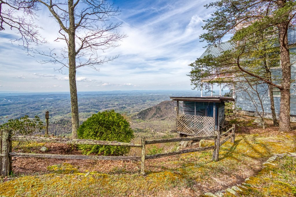 Photo of a Sevierville Cabin named Ruby's Cliffside #125 - This is the sixth photo in the set.