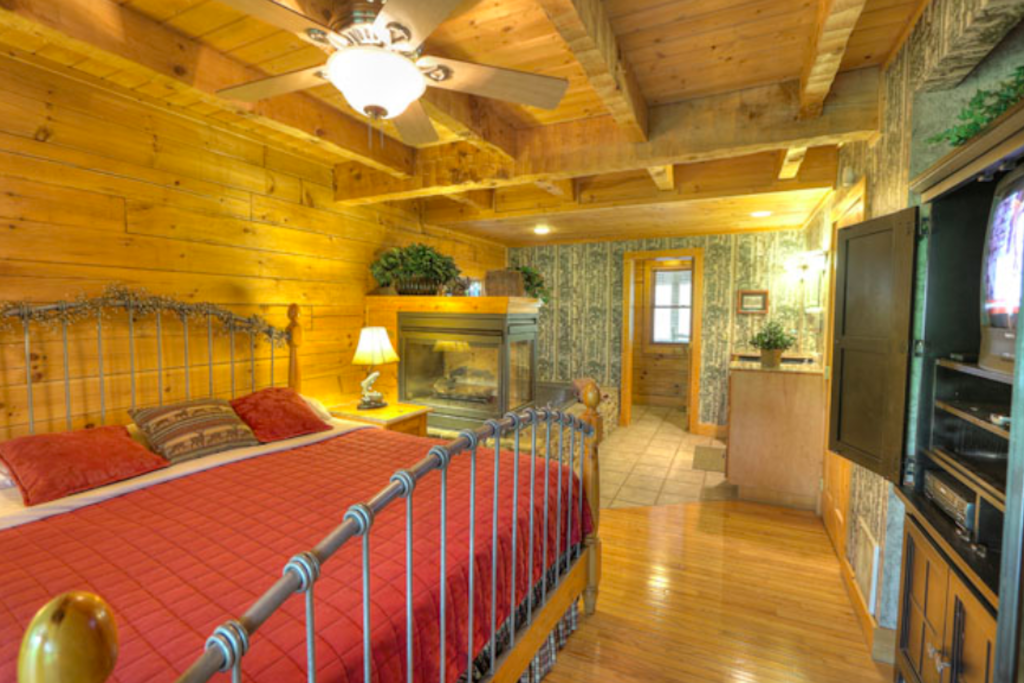 Photo of a Sevierville Cabin named Teddy Bear Lodge - This is the fourteenth photo in the set.