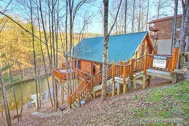 1 Bedroom, 1 Bath, Semi-secluded, Waters Edge Retreat With A Hot Tub.