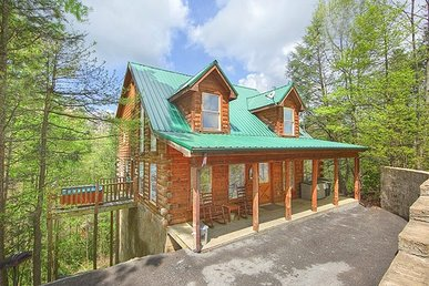 2 Bedroom, 2 Bath, Pet-friendly Deluxe Cabin For 6 In A Resort Setting.