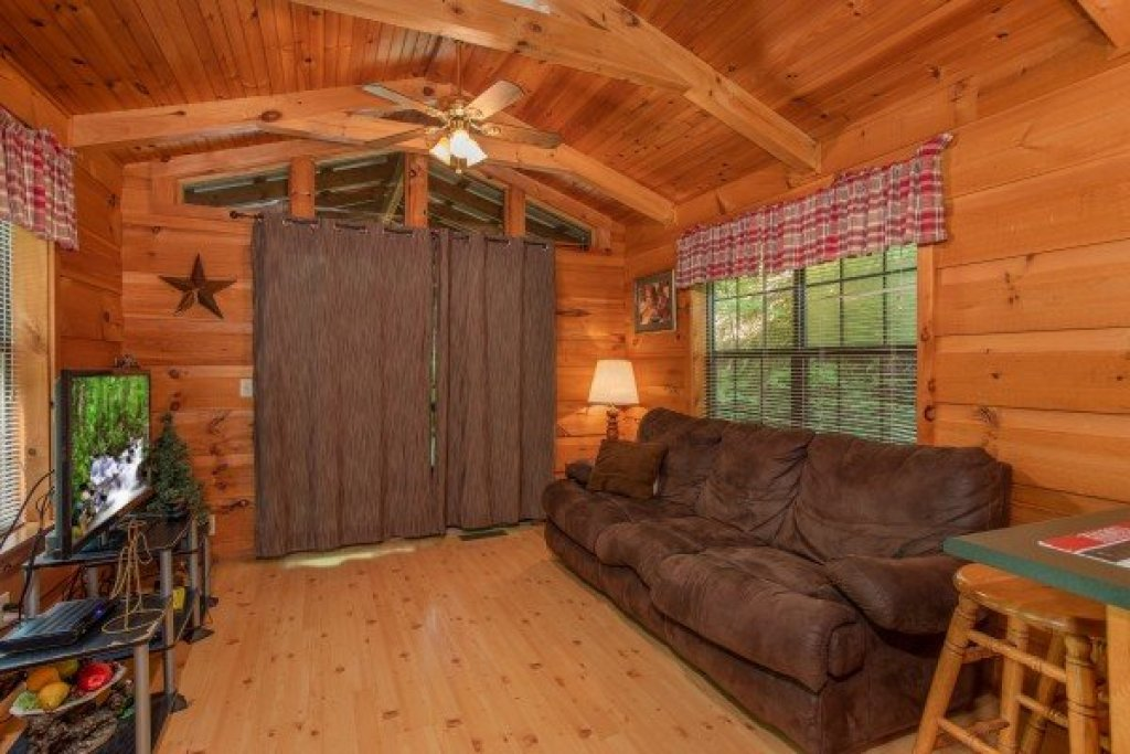 Photo of a Gatlinburg Cabin named Angel's Dream - This is the third photo in the set.