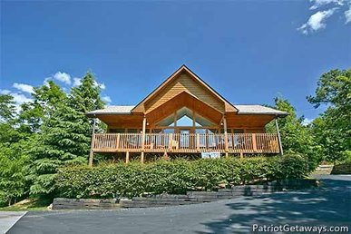 2 Bedroom, 2 Bath Deluxe Cabin For 6. Great Layout For Couples. Resort Setting.