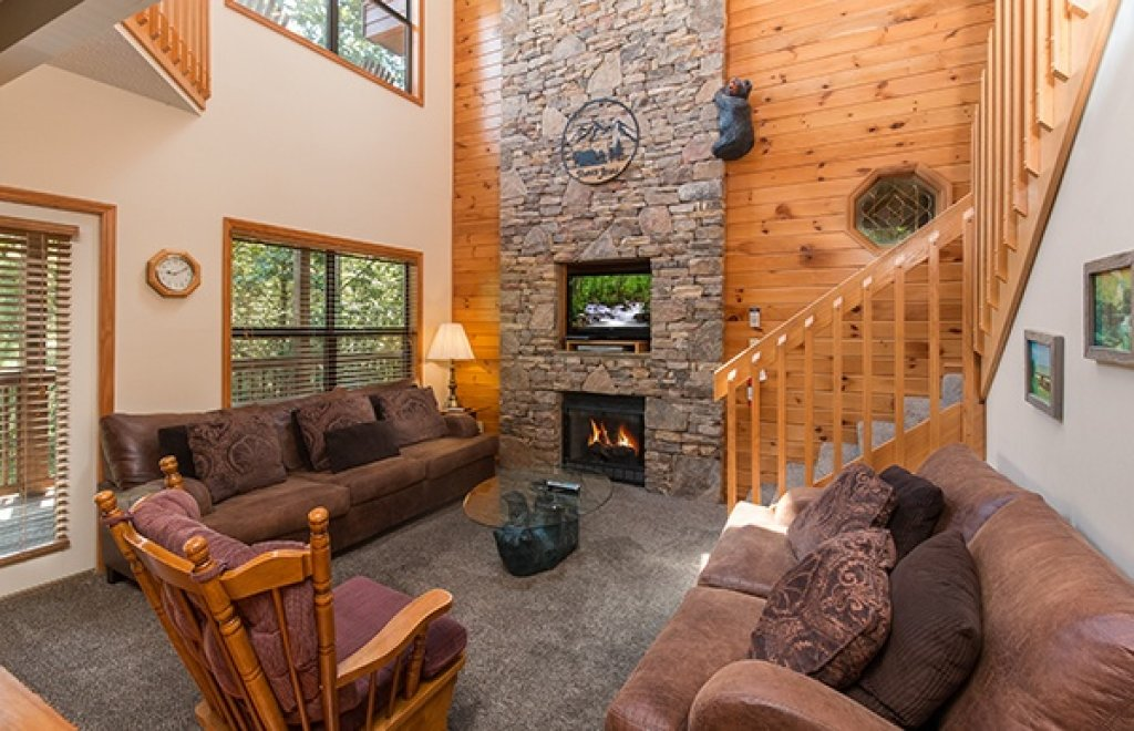Photo of a Pigeon Forge Cabin named Stones Throw - This is the second photo in the set.