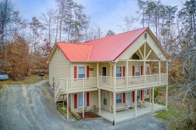 5 Bedroom, 3 Bath House With Space For 14. Semi-secluded And Pet-friendly.