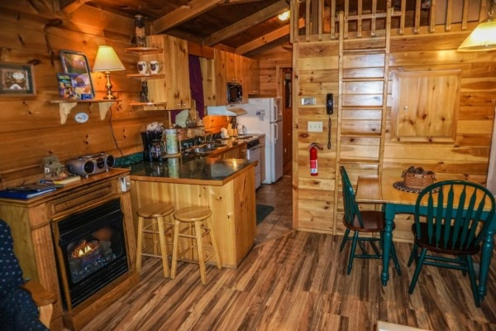 Photo of a Gatlinburg Cabin named Cozy Cabin - This is the fifth photo in the set.