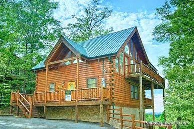 2 Bedroom, 3 Bath Luxury Cabin For 8 With A Home Theater & Incredible Views.