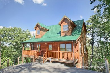 2 Bedroom, 2 Bath Deluxe Cabin For 10. Semi-secluded In A Resort Setting.