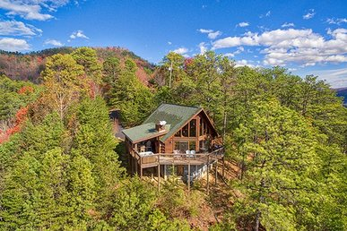 1 Bedroom, 2 Bath Deluxe Cabin For 6, Semi-secluded With A Mountain View.