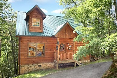 1 Bedroom, 1 Bath, Sleeps 4 Gatlinburg Cabin With Incredible Mountain Views.