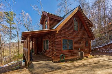 2 Bedroom, 2 Bath Semi-secluded Cabin With A Hot Tub. Perfect For Families!