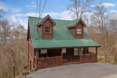 3 Bedroom, 2 Bath Value Cabin For 10 With A Pool Table, Fireplace, & Hot Tub.