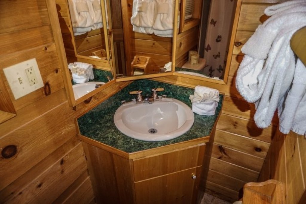 Photo of a Gatlinburg Cabin named Cozy Cabin - This is the fourteenth photo in the set.