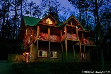 4 Bedroom, 3.5 Bath, Very Secluded Cabin For 14, Easy To Access From Town.