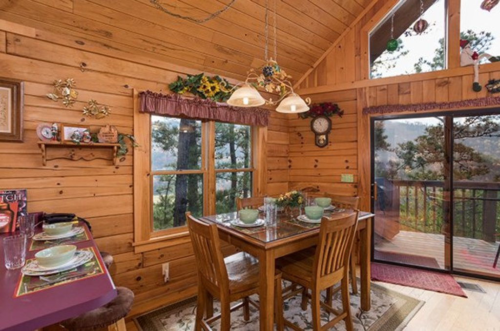 Photo of a Sevierville Cabin named R & R Hideaway - This is the sixth photo in the set.