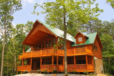 5 Bedroom, 5 Bath Value Cabin For 19 With A Hot Tub & Pool Table.