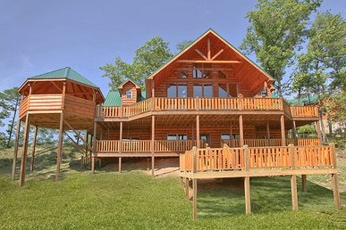 4 Bedroom, 5 Bath Luxury Cabin For 14 With An Incredible Game Loft & Views.
