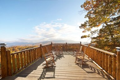 3 Bedroom, 3 Bath Deluxe Cabin For 12 With Incredible Mountain Views & Amenities