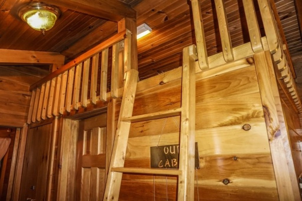 Photo of a Gatlinburg Cabin named Cozy Cabin - This is the sixteenth photo in the set.