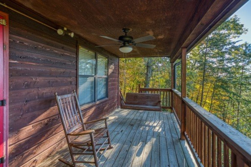 Photo of a Pigeon Forge Cabin named Apple View - This is the fourth photo in the set.