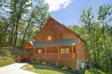 3 Bedroom, 3 Bathroom Luxury Plus Cabin For 10, Easy To Access And Creekside.