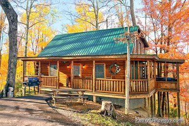 2 Bedroom, 2 Bath, Semi-secluded Luxury Getaway For 6 With A Screened-in Hot Tub