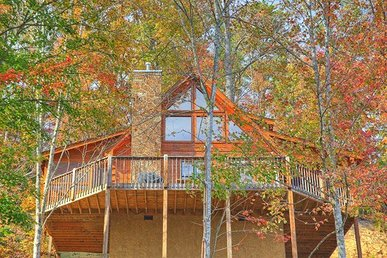 2 Bedroom, 2 Bath Luxury Cabin For 6. Secluded And Close To Dollywood.