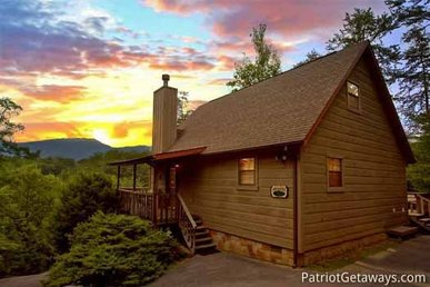 1 Bedroom, 2 Bath Semi-secluded Cabin With Mountain Views. Easy To Access.