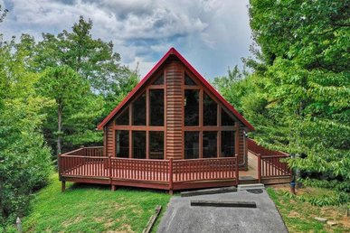 1 Bedroom, 1.5 Bath, Semi-secluded Cabin With A Hot Tub Perfect For Families.