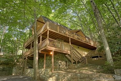 5 Bedroom, 3 Bath, Ober Gatlinburg Adjacent Lodge With A Sauna And Hot Tub.