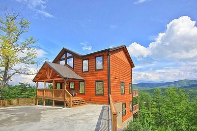 4 Bedroom, 3.5 Bath Luxury Plus Cabin For 12 With Incredible Mountain Views.