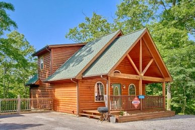 1 Bedroom, 1 Bath Honeymoon Cabin With A Wood Burning Fireplace And Hot Tub.